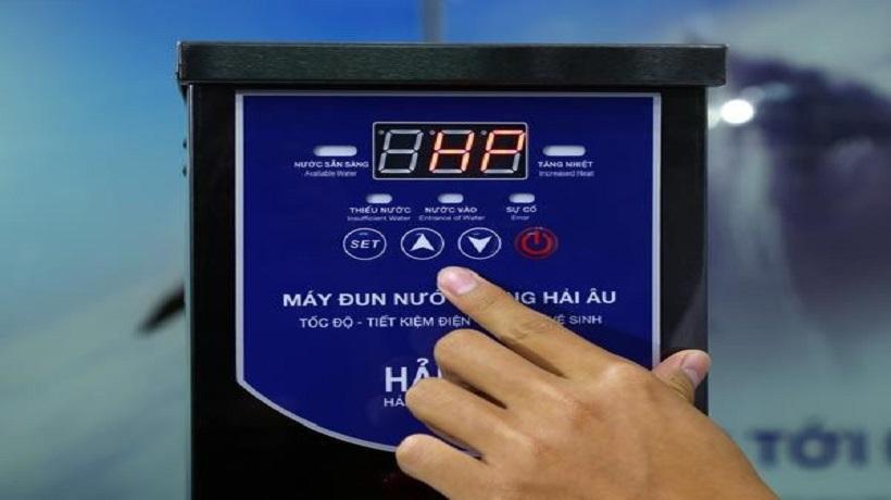 bảng điều khiển của máy đun nước nóng
